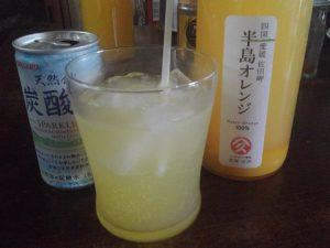 半島オレンジジュースの炭酸割り